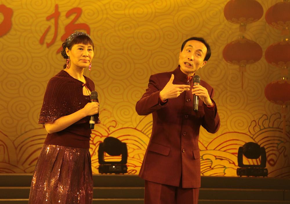 邀请嘉宾巩汉林,金珠表演精彩节目图片